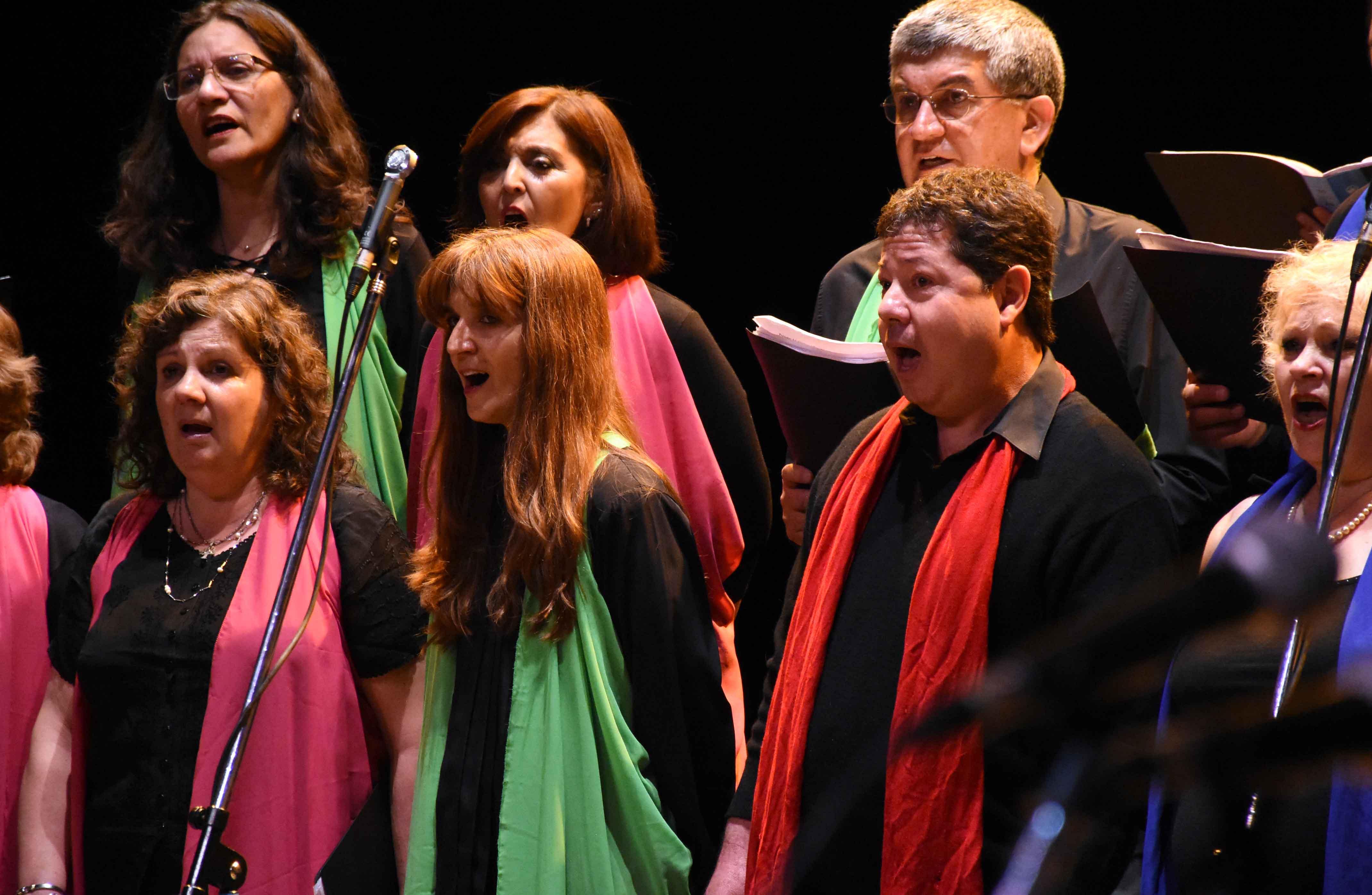 Canto a Guaymallén - Guaymallén coral- teatro Independencia (17)