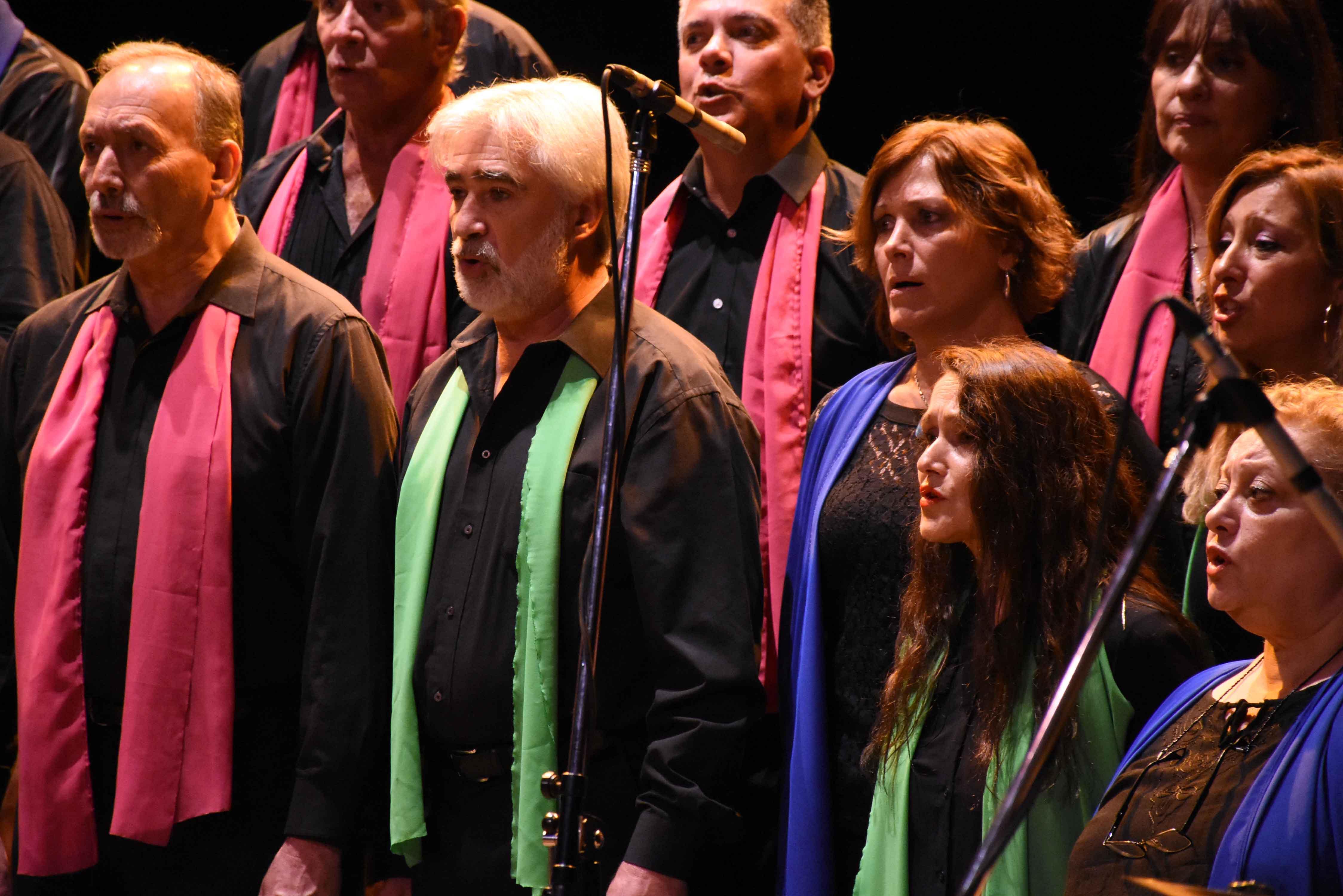 Canto a Guaymallén - Guaymallén coral- teatro Independencia (18)