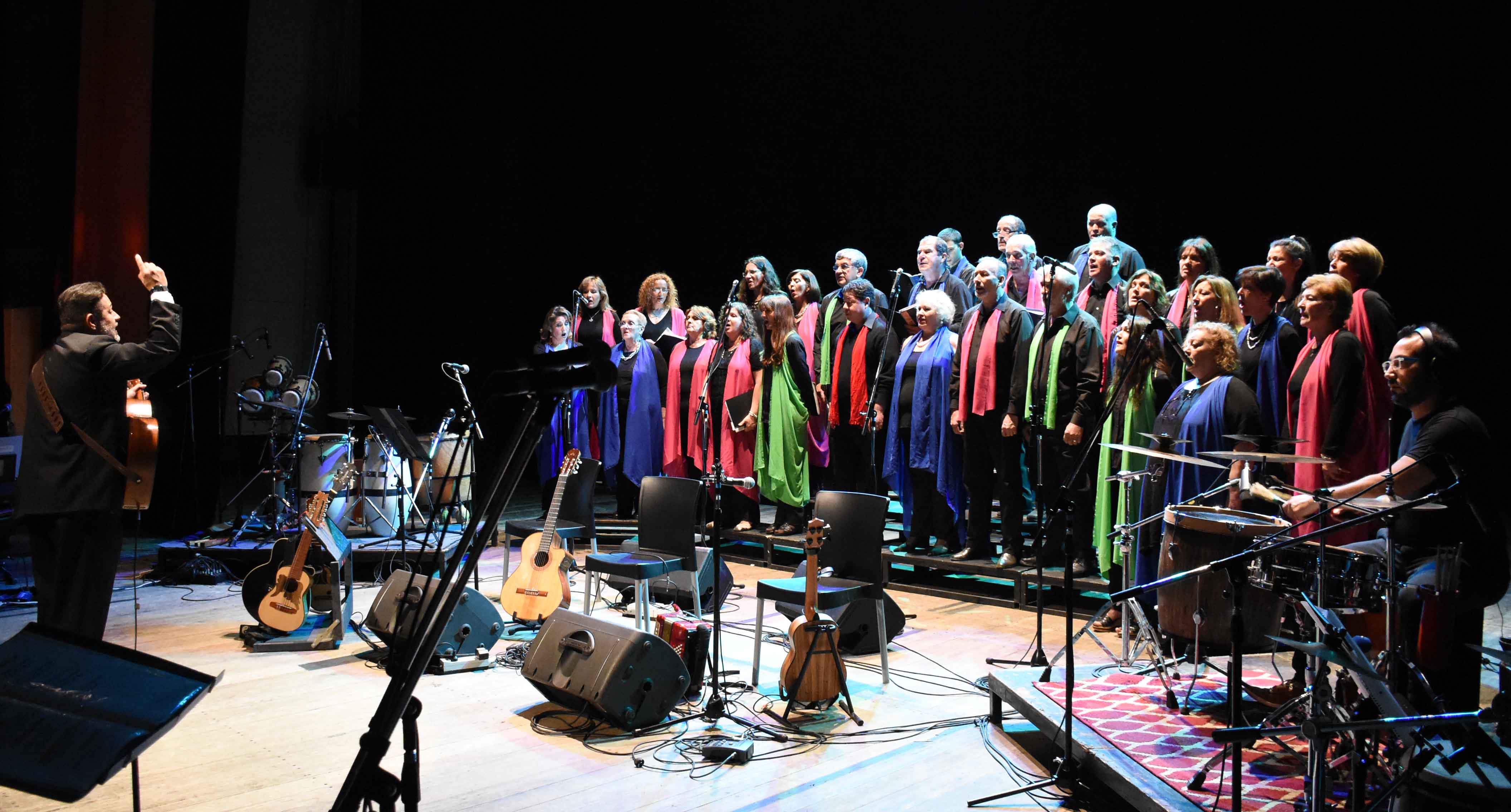 Canto a Guaymallén - Guaymallén coral- teatro Independencia (2)