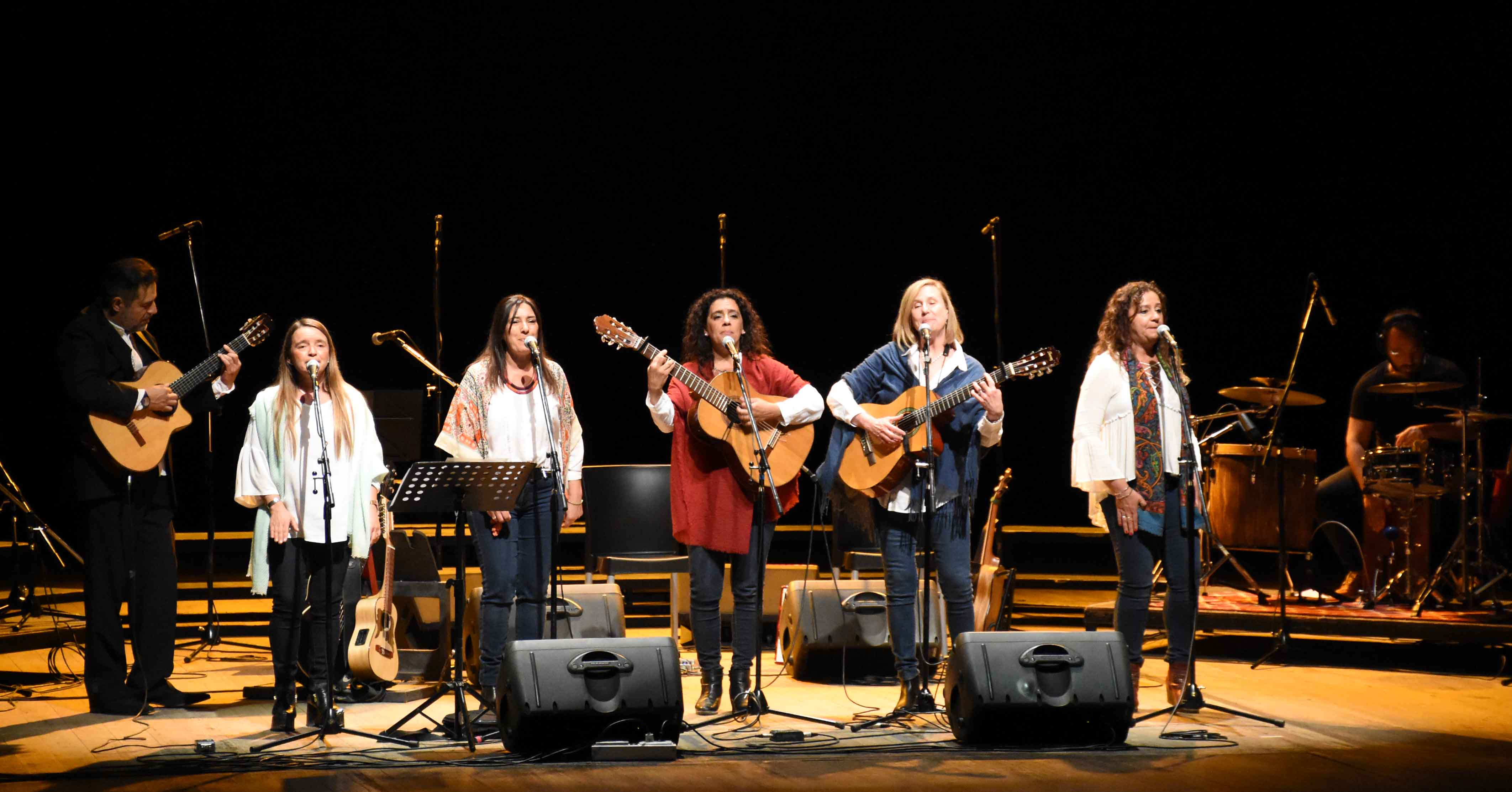 Canto a Guaymallén - Guaymallén coral- teatro Independencia (52)