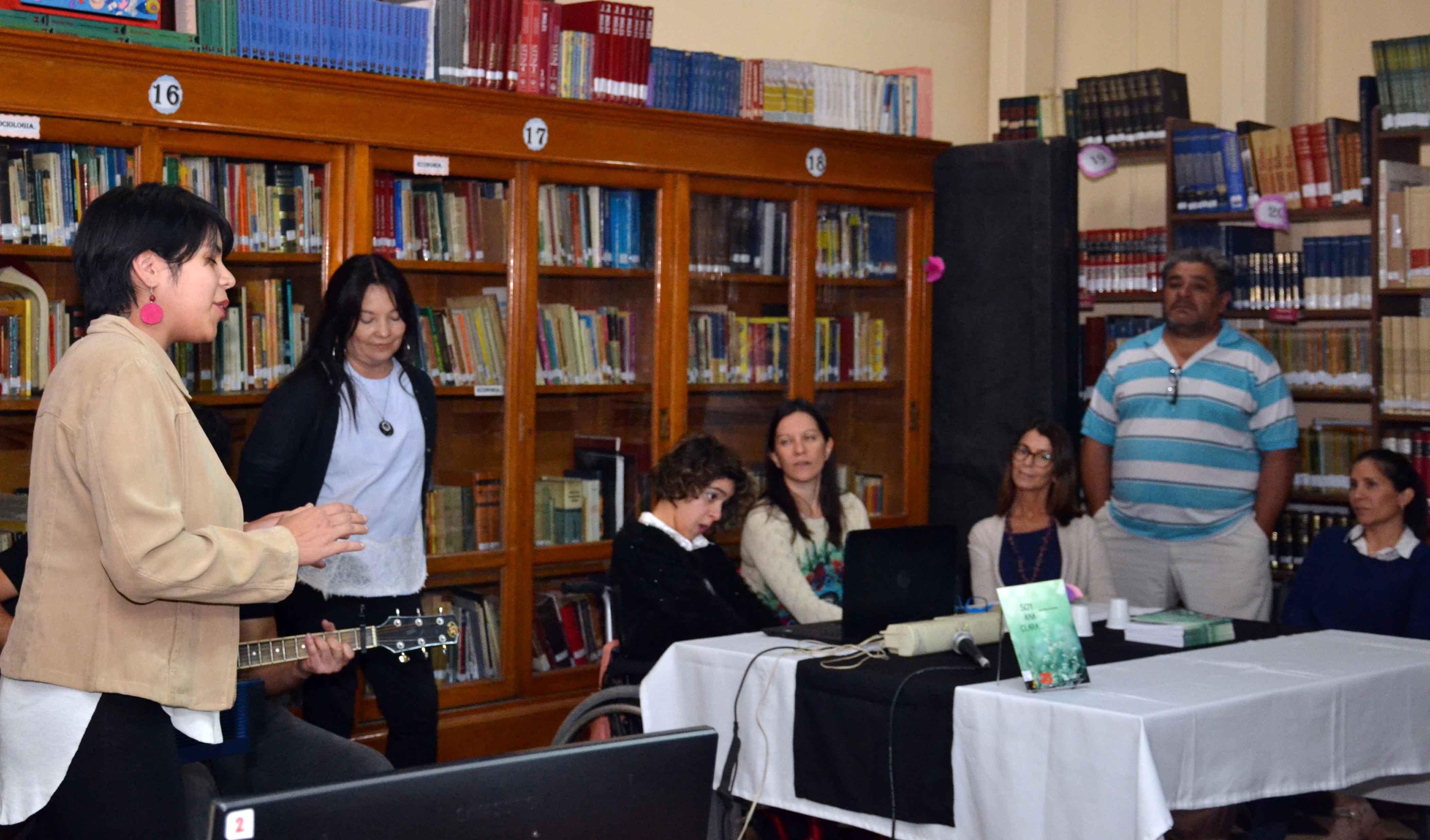 Presentación del libro - Soy Ana Clara - Almafuerte (10)