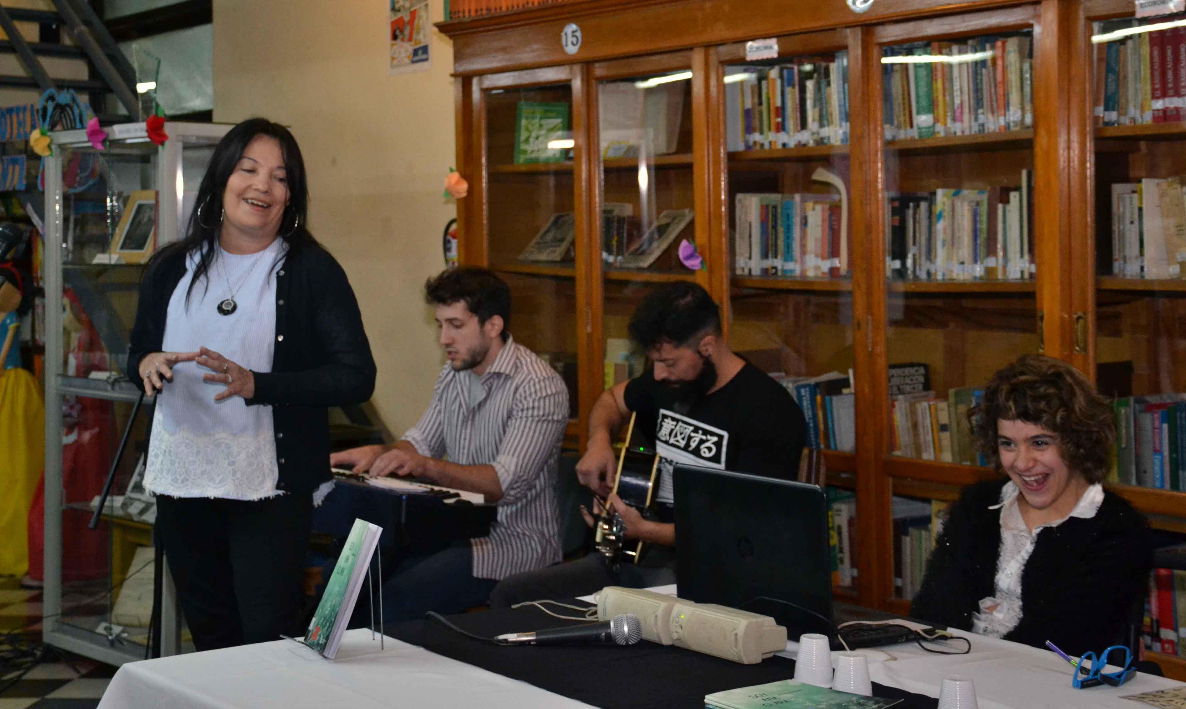 Presentación del libro - Soy Ana Clara - Almafuerte (9)