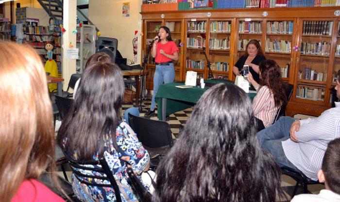 Presentaci_n del Libro DE LAS COSAN QUE PASAN - Biblioteca Almafuerte (10)