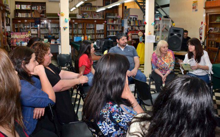 Presentaci_n del Libro DE LAS COSAN QUE PASAN - Biblioteca Almafuerte (6)