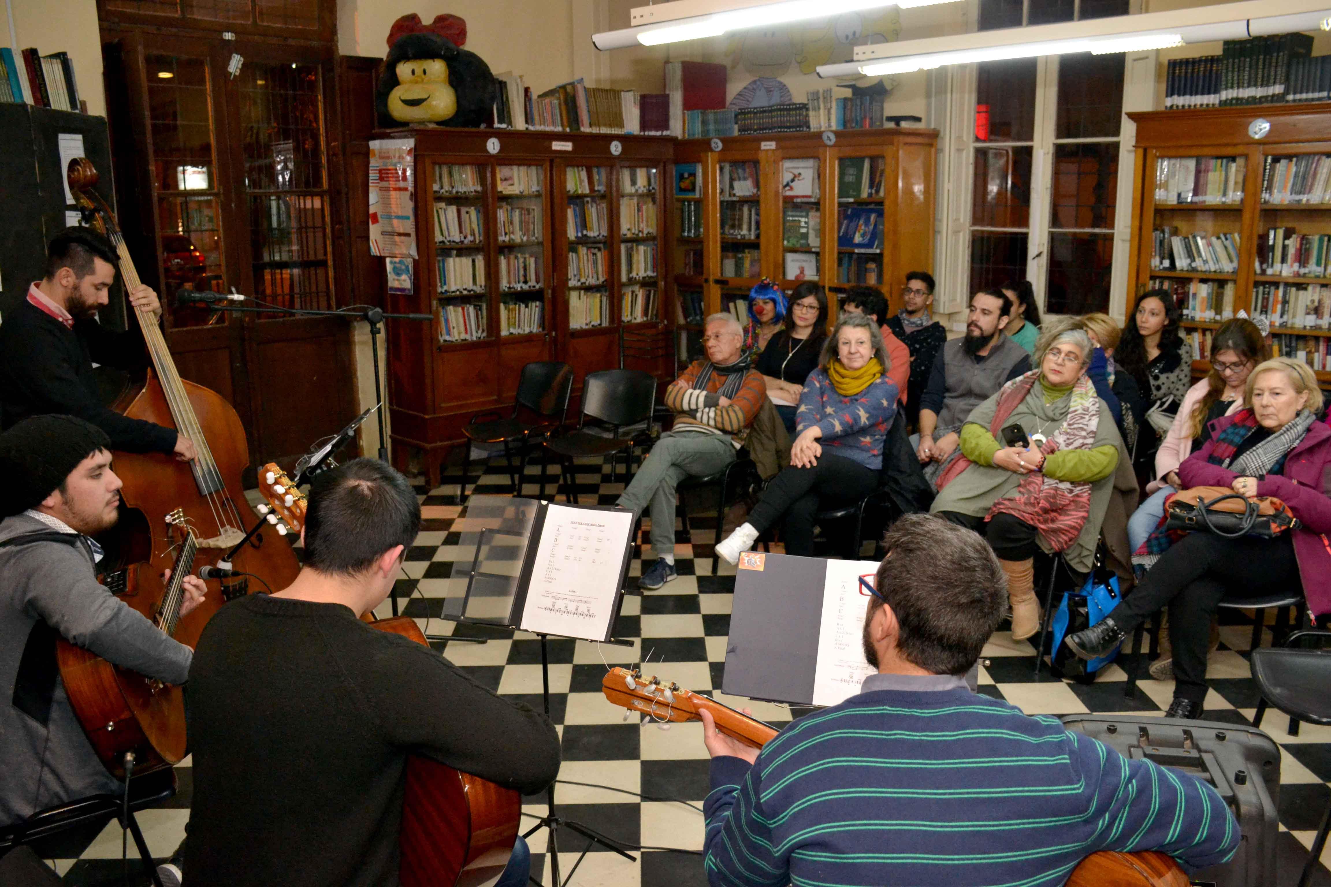 Encuentro de microrrelatos- Biblioteca Almafuerte (5)