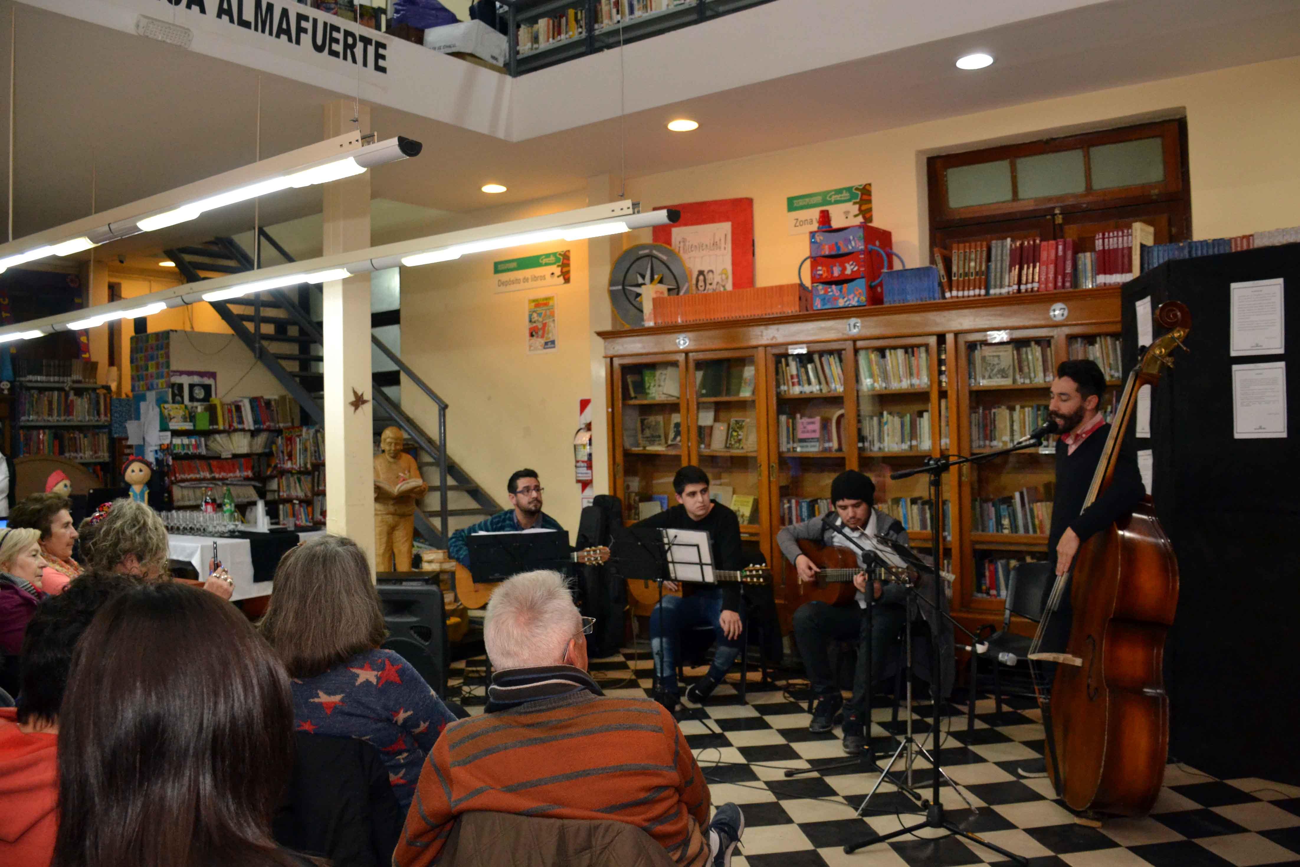 Encuentro de microrrelatos- Biblioteca Almafuerte (7)