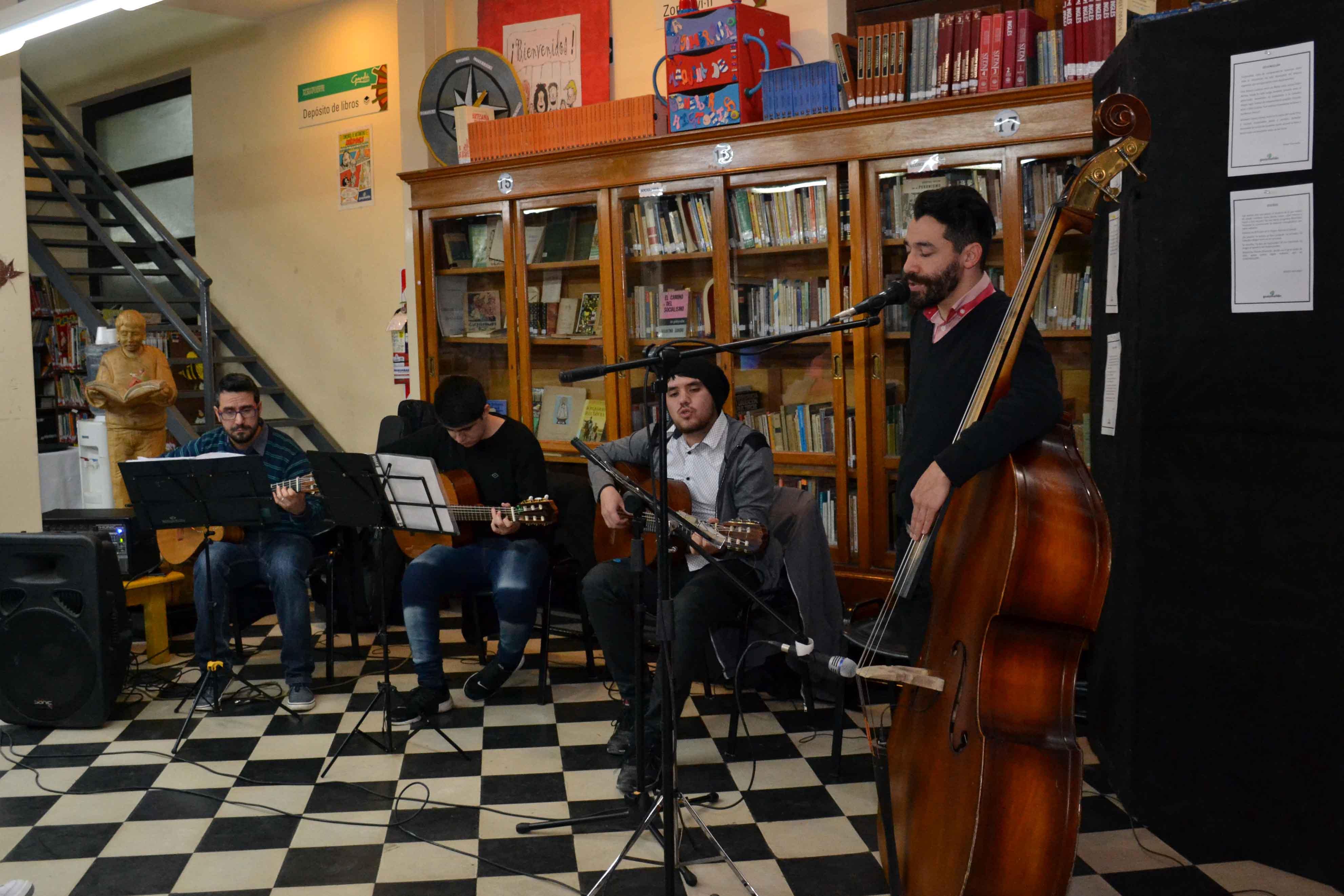 Encuentro de microrrelatos- Biblioteca Almafuerte (8)