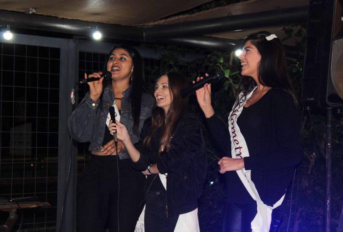 Karaoke de reinas (15)