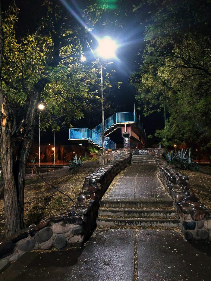 Columnas de iluminación - Parque del Acceso Este (1)