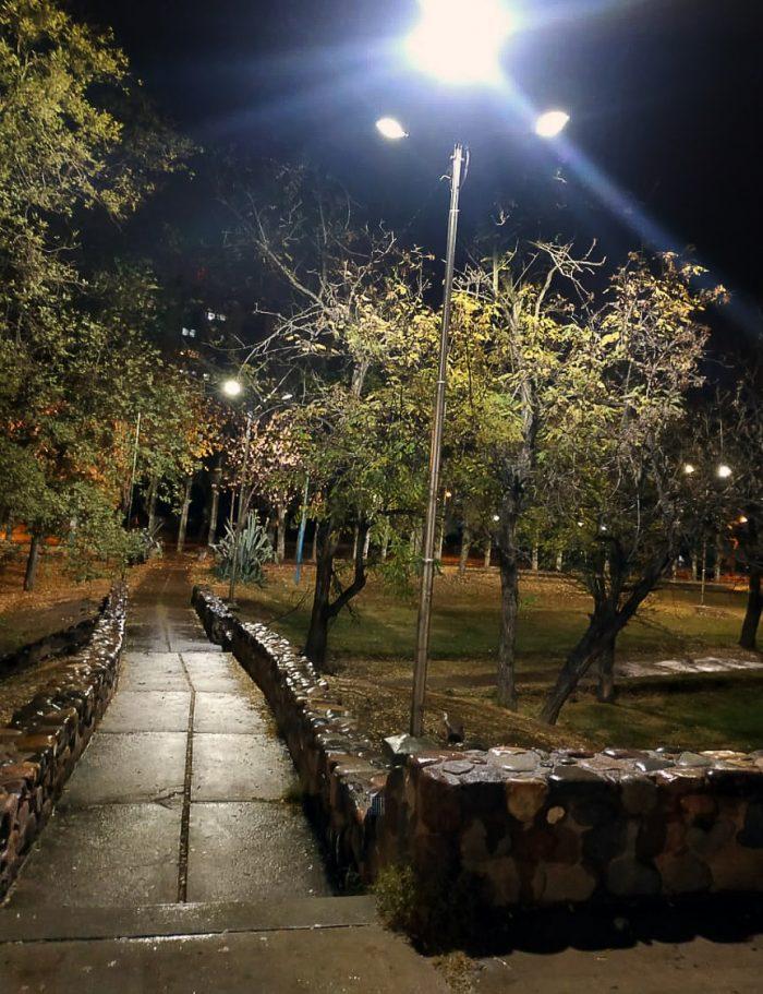 Columnas de iluminación - Parque del Acceso Este (2)