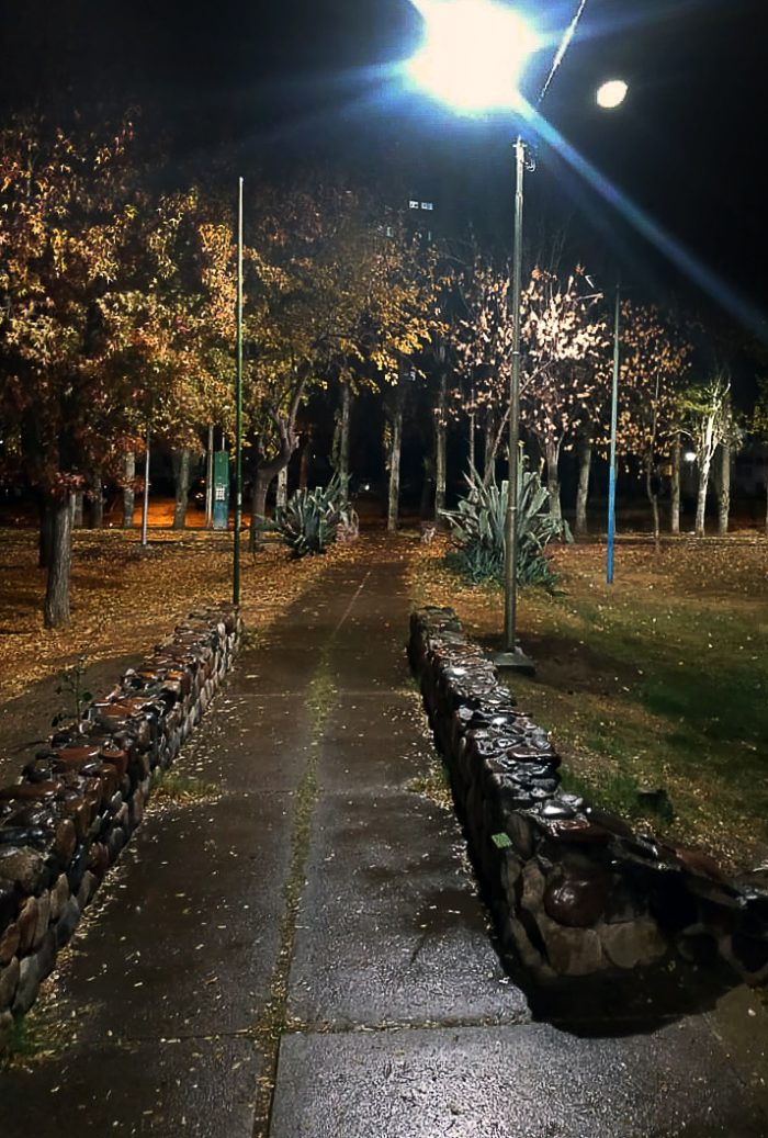 Columnas de iluminación - Parque del Acceso Este (3)