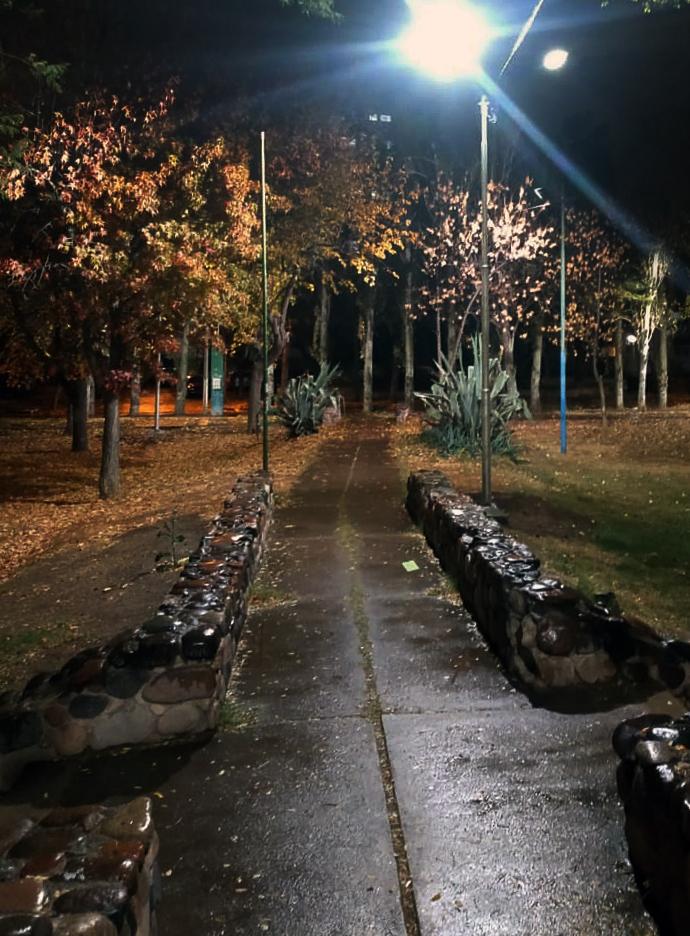 Columnas de iluminación - Parque del Acceso Este (6)