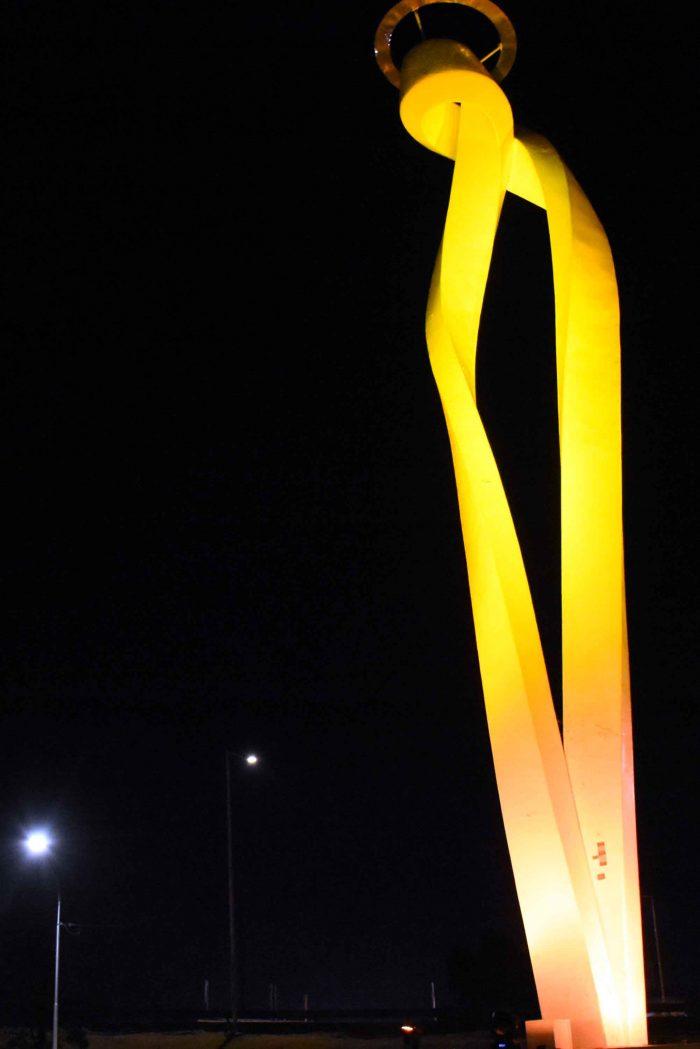 Monumento a la Virgen iluminado (3)
