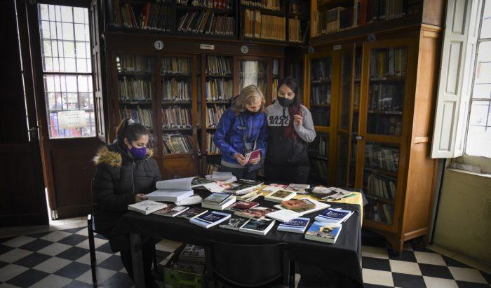 Suelta de libros- biblioteca Almafuerte